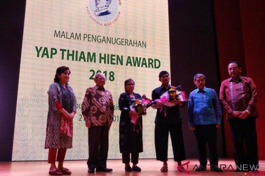 Eva Bande dan Sedulur Sikep terima Yap Thiam Hien Award 2018