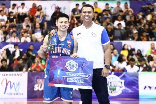 Andakara Prastawa Juara Kontes Lemparan Tiga Angka IBL