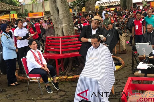 Kang Herman grogi tapi bangga cukur rambut Presiden