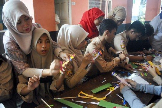 Remaja tunagrahita di Depok disosialisasi kesehatan reproduksi FKM UI