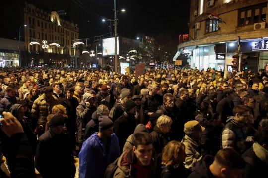 Ribuan orang di Beograd menentang Presiden Serbia