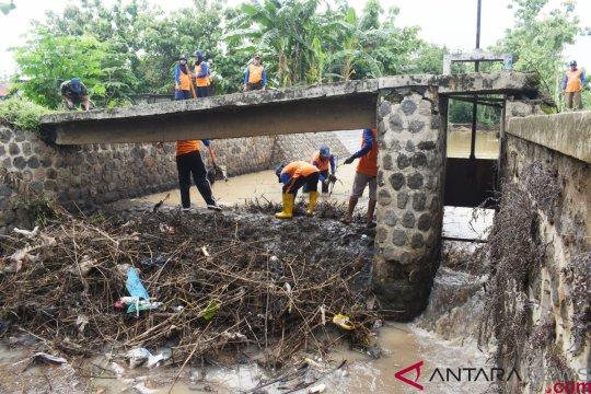 Madiun bersihkan sungai untuk cegah banjir