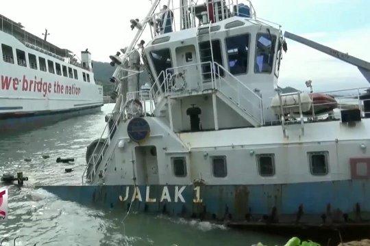 Dihantam gelombang, kapal tunda nyaris karam di Merak