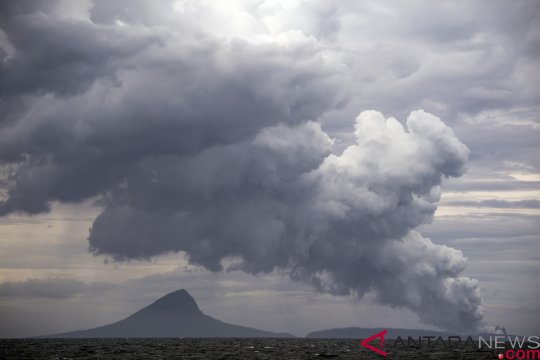 Gunung Anak Krakatau alami kegempaan tremor menerus