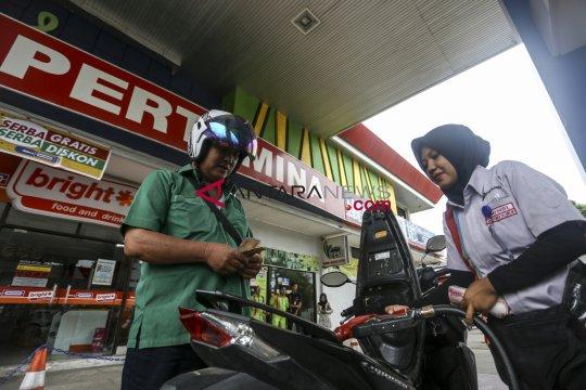 Legislator berharap penurunan harga BBM dilandasi kalkulasi keuangan
