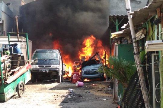 Gubernur-kepala Polda Jawa Tengah koordinasi tangani teror pembakaran mobil