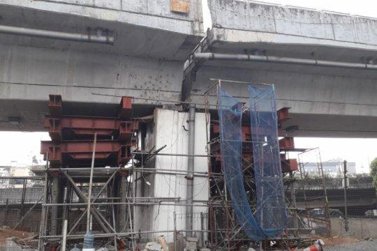 Jembatan Layang Cengkareng B masih ditutup
