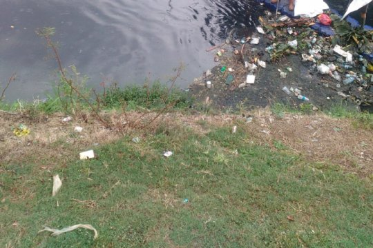 Polisi selidiki pembuang mayat bayi di Kali Kosambi