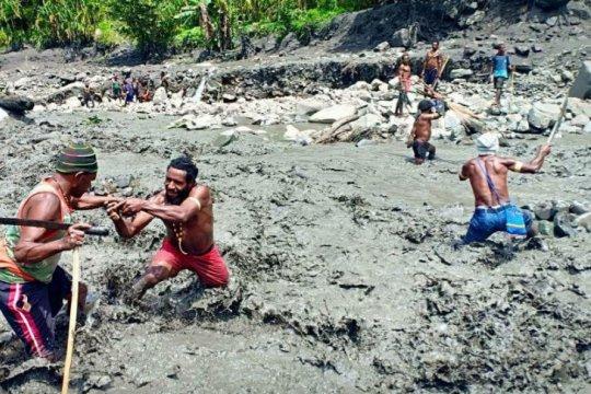 Banjir hanyutkan beberapa orang di Goyage, Tolikara