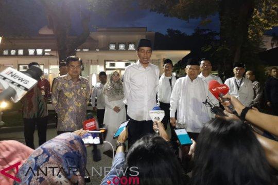 """Jokowi sebut """"mantul"""" hadapi debat"""