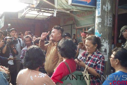 Jelang bebas pendukung Ahok menjemput di depan Mako Brimob