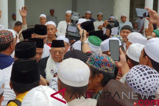 Usai shalat Jumat, warga Banjar antusias salami Ma'ruf Amin