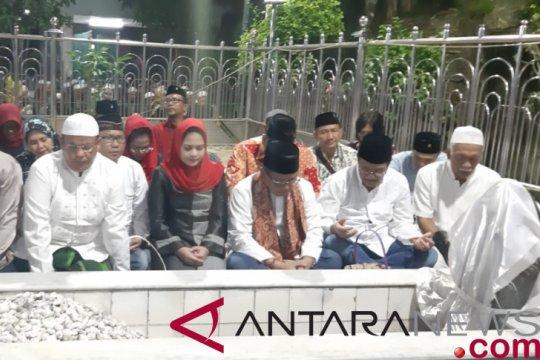 Sejumlah pengurus PDIP berziarah ke makam Sunan Ampel