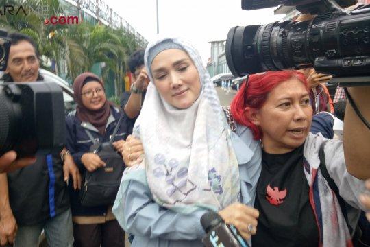 Mulan dijadwalkan dampingi Dhani saat persidangan