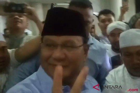 Kader Gerindra bersiap sambut kedatangan Prabowo di Masjid Kauman