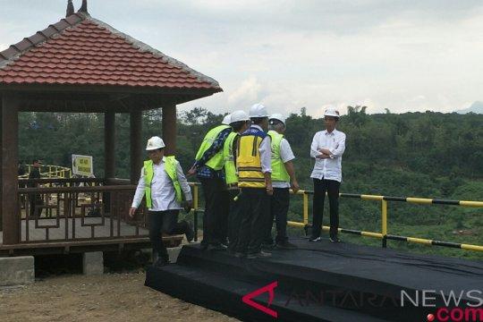 Presiden serahkan 213 sertifikat tanah wakaf di Ponorogo