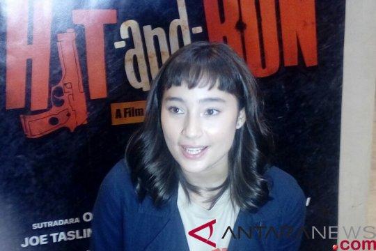"Tatjana Saphira ditantang bernyanyi di film ""Hit N Run"""