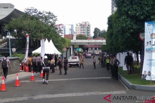 Jalan Rasamala Raya menuju Hotel Bidakara ditutup