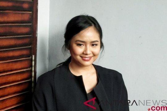 Gita Gutawa menikmati peran di belakang layar
