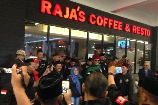 Gabungan relawan Prabowo-Sandi padati kawasan debat capres