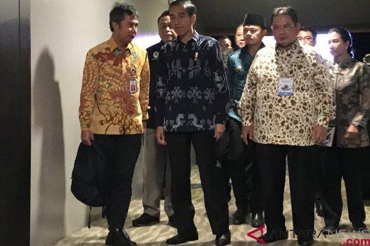 Jokowi akan pilih kostum tenun saat acara debat