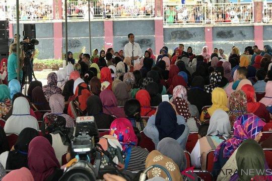 Jokowi senang lebih dari sejuta ibu Jabar akses Mekaar