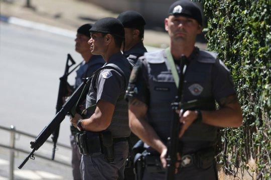 Presiden Brazil Bolsonaro jalani operasi, istirahat dua hari