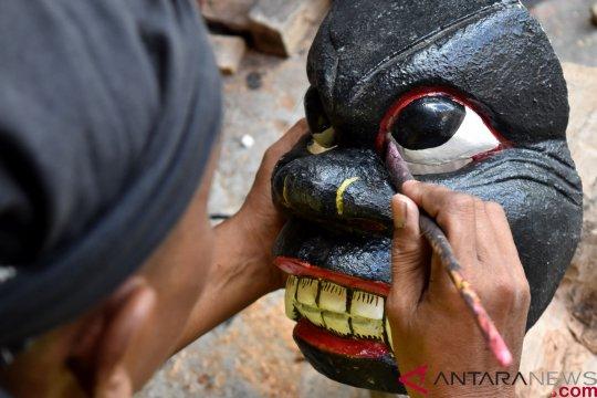 Kerajinan kesenian tradisional topeng barongan