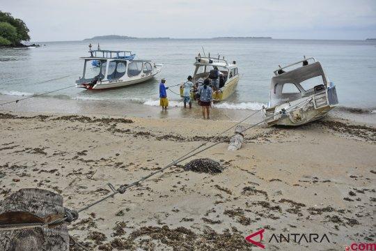 Lima warga China selamat dari kecelakaan perahu di Lombok