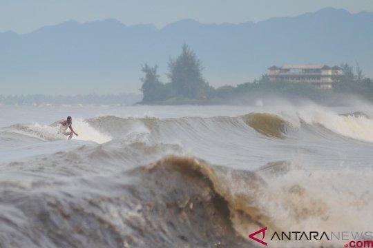 Masyarakat diperingatkan waspadai gelombang tinggi di laut Arafura