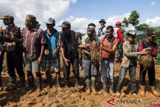 Tanggap darurat berakhir, bantuan korban longsor Cimapag masih mengalir