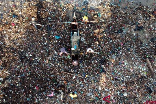 Menteri Lingkungan prihatin sampah tepi pantai sampai 106 kg/m2