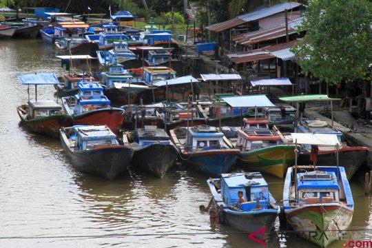 Sungai alami pendangkalan, ratusan nelayan Aceh Barat kesulitan melaut