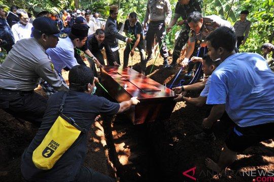 Pemakaman korban tsunami Selat Sunda