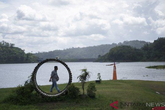 Sampah Suaka Margasatwa Sermo dibersihkan BKSDA Yogyakarta