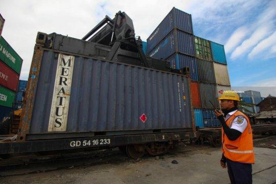 KAI Daop Surabaya maksimalkan kereta barang saat PSBB