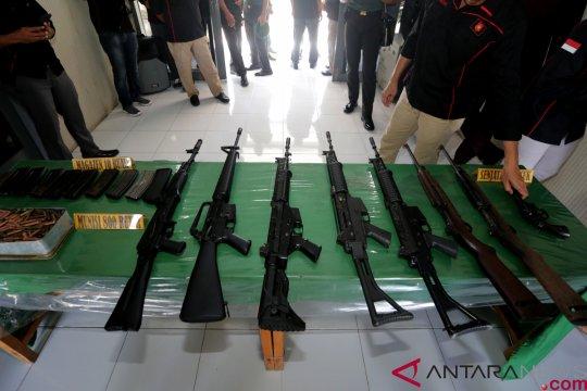 Warga Aceh serahkan delapan senjata api ke TNI AD