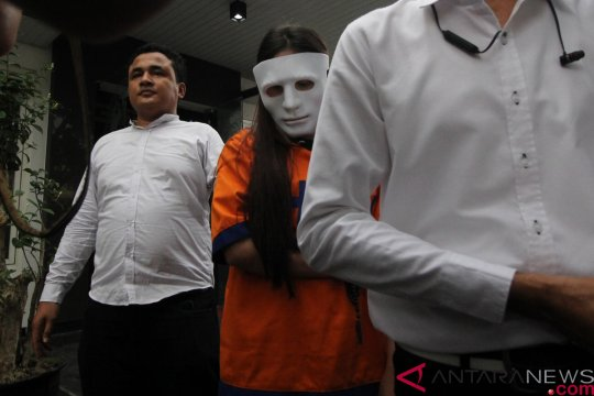 Masa penahanan empat muncikari artis diperpanjang