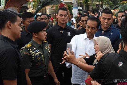 Ribuan warga sambut kunjungan Jokowi ke Cibatu Garut