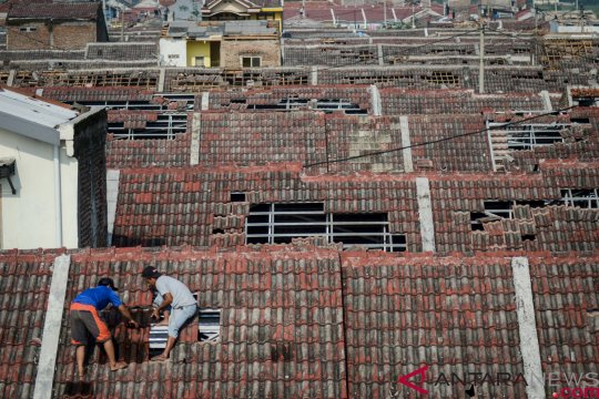 Rumah warga di Kecamatan Gambut-Kalsel rusak diterjang puting beliung