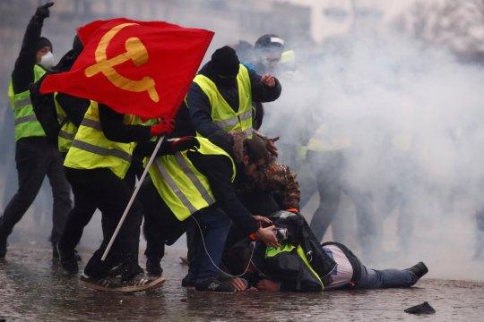 "Media Prancis kecam serangan ""rompi kuning"" terhadap pers"