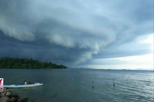 Awan Tsunami di Kendari, BMKG imbau waspada badai