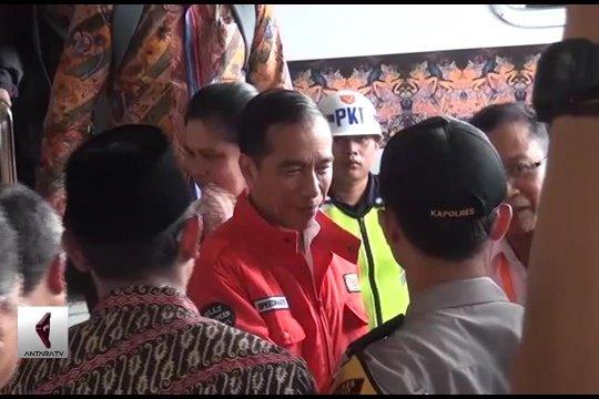 Presiden Joko Widodo meninjau reaktivasi jalur kereta api Garut