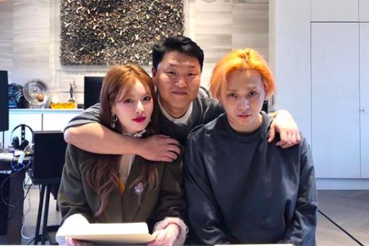 Hyuna dan E'Dawn bergabung ke label milik Psy