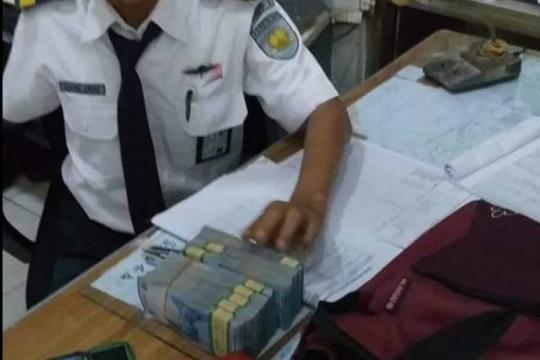 Tas berisi uang Rp40 juta ditemukan di KRL Tanah Abang-Serpong