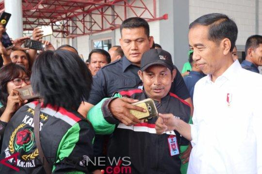 Momen Jokowi saat temui anak penderita kanker