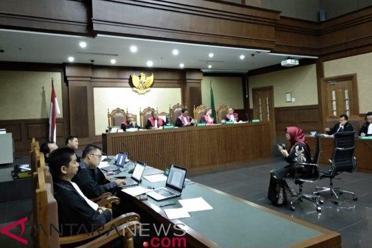 "Jaksa KPK cecar Eni Saragih mengenai ""fee"" halal"