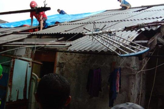 Angin kencang rusak empat rumah di Koja