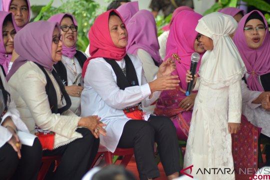 Ibu Iriana Jokowi bernyanyi bersama anak PAUD di Aceh