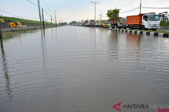 Jalan raya Porong terendam banjir